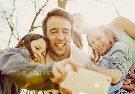 Familienbilder-kommerziell-kampagnen-Lifestylefotografin-Bilder-Selfie-editorial