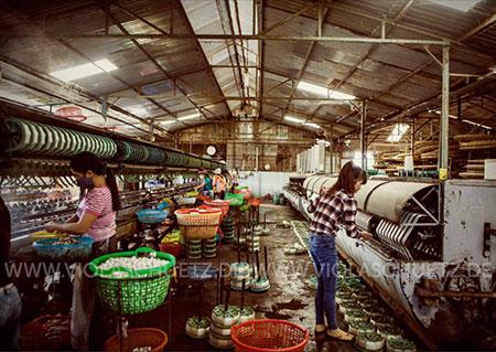 Vietnam-Reisefotografin-Bild-Seide-Fotoreportage-silk-Seidenfabrik-Seidenherstellung