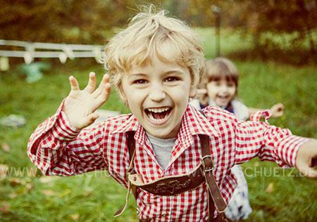 kids-fashion-kommerzielle-Bilder-trachten-Fotografin-kindermode-Dirndlfotografie