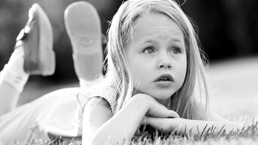 Kinderbilder-ungestellt-natuerlich-lebendig-kinderlachen-rennen-03