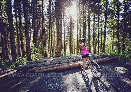 Commercial-advertising-Fotograf-Werbefotografie-Berge-Wandern-Radfahren-Trekkingrad-Muenchen