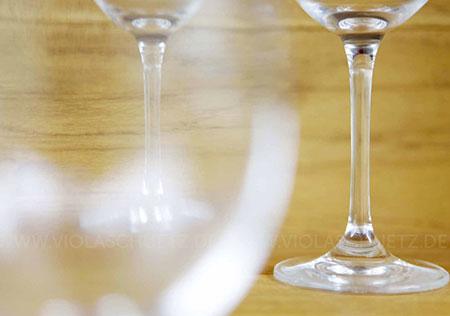 Fotoreportage-Bilder-Vinothek-deutscher-Wein-Weinglaeser-Weinfaesser-Weinflasche