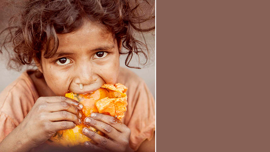 India-hungry-kids-children-portrait-eating-picture-essen-Kinder-travel-photography-02
