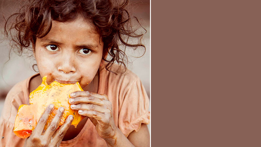 India-hungry-kids-children-portrait-eating-picture-essen-Kinder-travel-photography-03