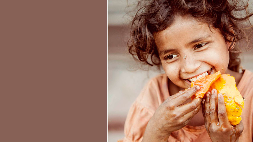 India-hungry-kids-children-portrait-eating-picture-essen-Kinder-travel-photography-04
