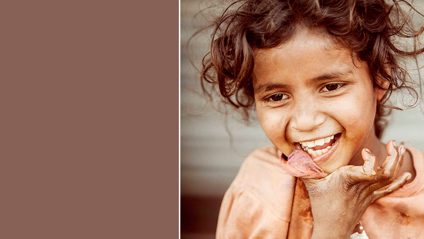 India-hungry-kids-children-portrait-eating-picture-essen-Kinder-travel-photography-05