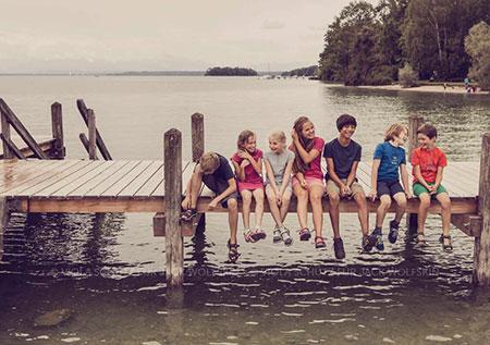 Kinder-Outdoor-Fashion-Fotograf-kommerziell-Kids-Kampagne-Wasser-See-Bilder