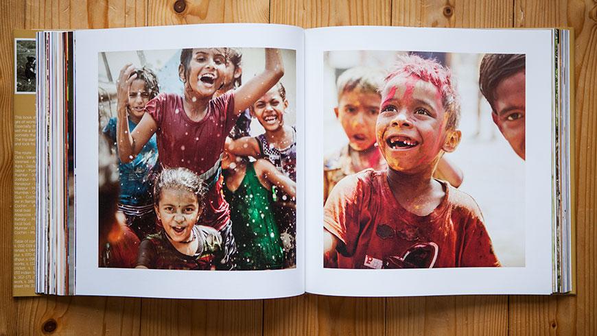 Buch-Bildband-Fotobildband-Fotobuch-Indien-India-13-children-Holi-festival-Reisefotografie